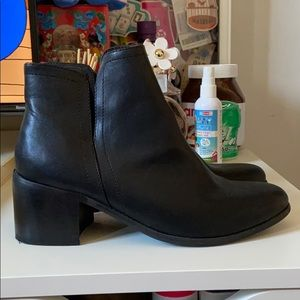Urban Outfitters Ankle Boots 🥰❤️